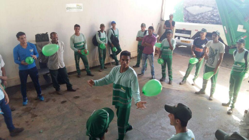Treinamento Trabalho Em Equipe: Colaboradores Realizam Treinamento Para Estimular Trabalho