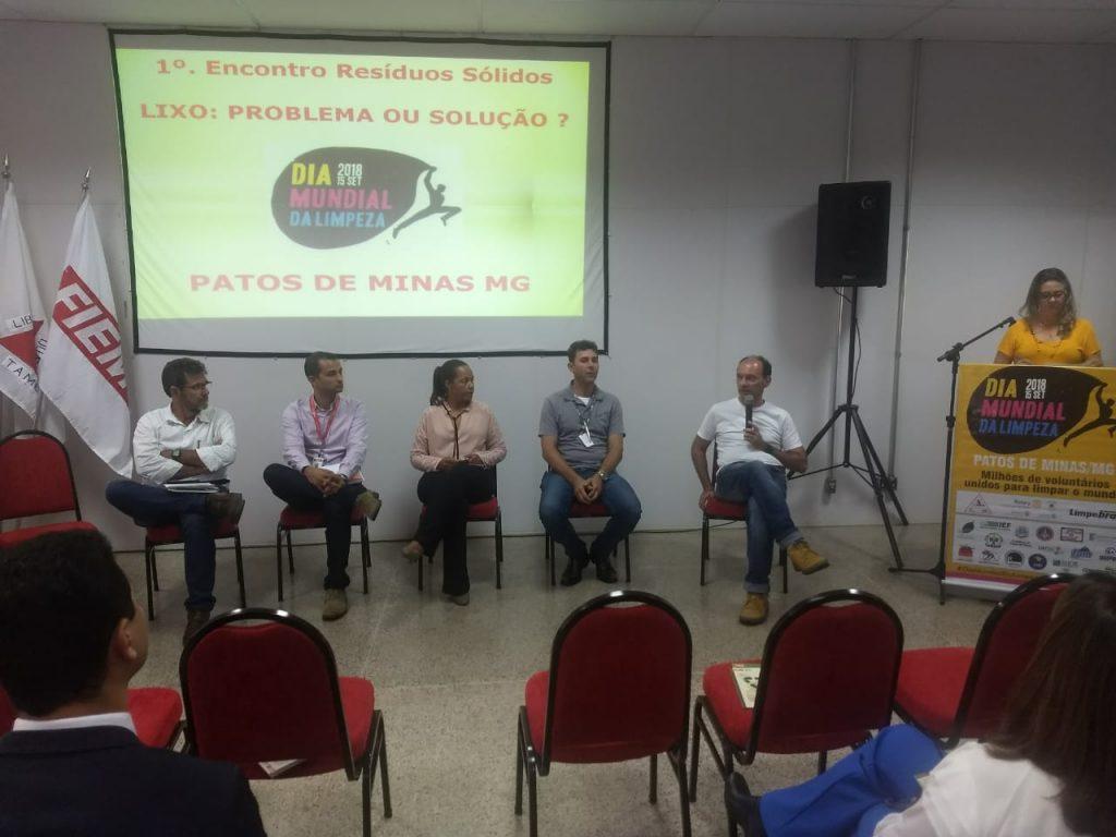 """Mesa redonda com tema """"Lixo: Problema ou solução"""" foi realizada em Patos de Minas"""