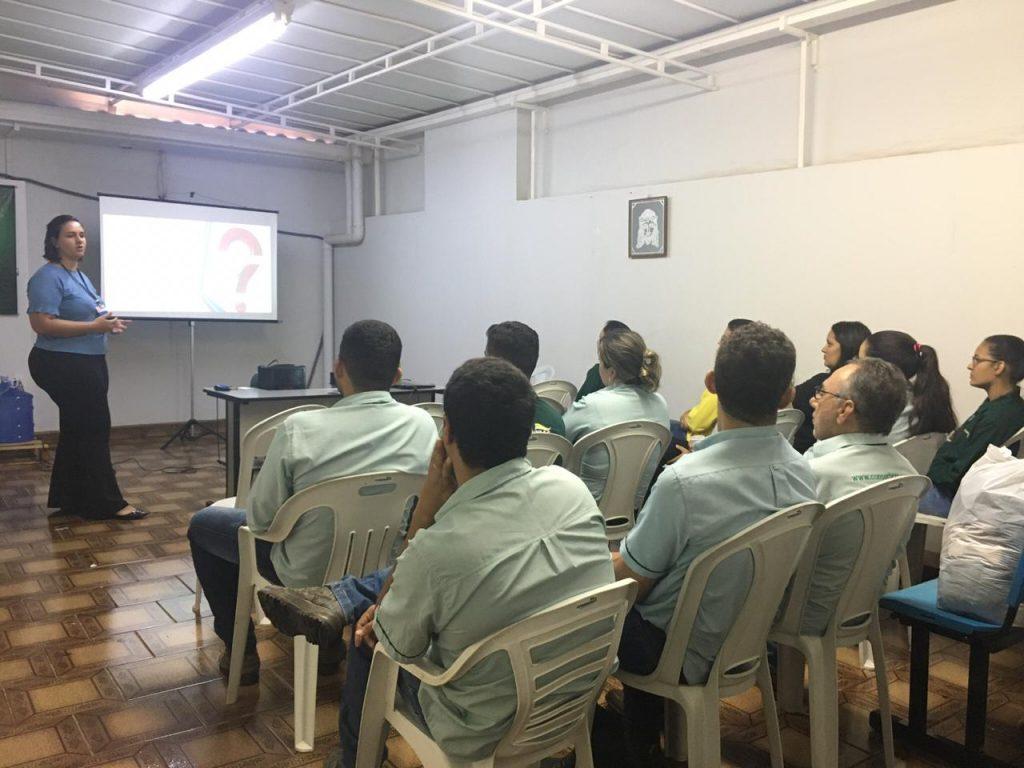 Palestra abordando comunicação é realizada no Centro Administrativo em Patos de Minas