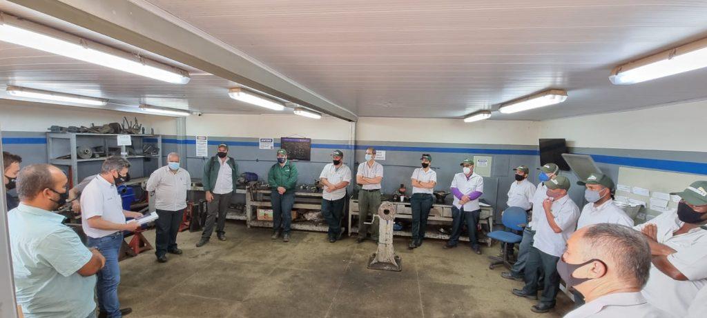 Motoristas de caminhões recebem treinamento da Volkswagen em Patos de Minas